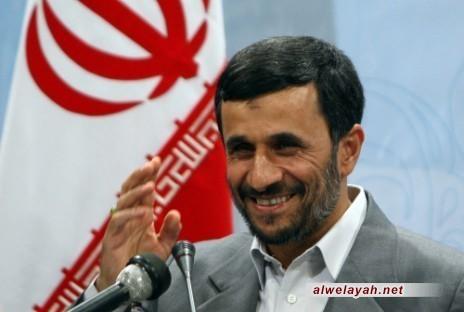 أحمدي نجاد: أولوية الحكومة التمسك بنهج الإمام والمضي قدما على ضوئه