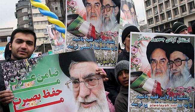 إيران تحتفل بثورتها وترفض لغة التفاوض مع التهديد