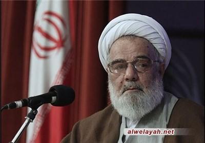 آية الله ممدوحي: لقد علّمت الثورة الإسلامية العالم كيف يعيش من دون استكبار واستبداد