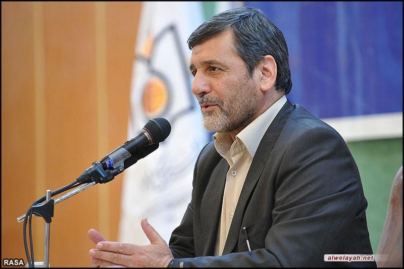 وزير الثقافة والإرشاد الإسلامي يزور مرقد الإمام الخميني