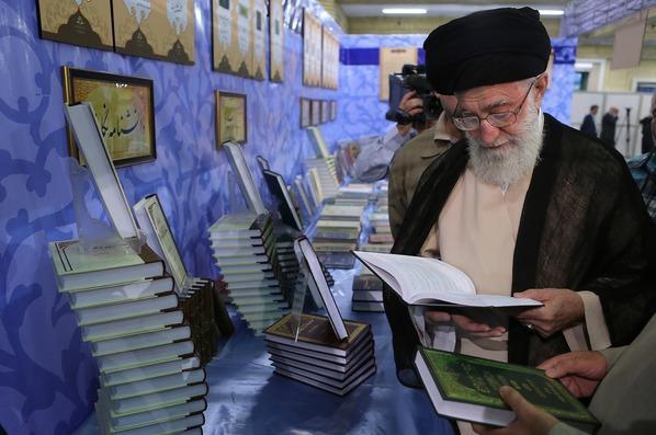 قائد الثورة الإسلامية يؤكد ضرورة الجهاد العلمي المستمر لتصبح إيران مرجعية علمية في العالم