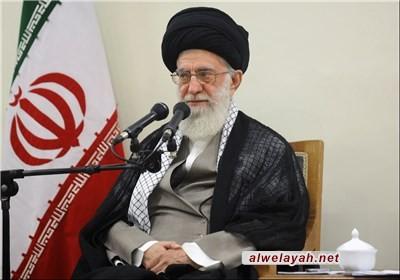 القائد: الثقة بالذات من العناصر الرئيسية التي تقف وراء نجاحات الشعب الإيراني
