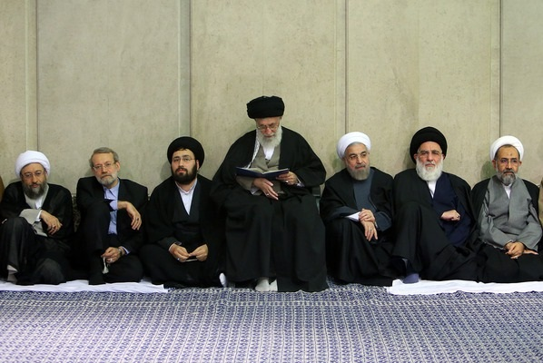 قائد الثورة الإسلامية يقيم مراسم تأبين المرحوم آية الله مهدوي كني
