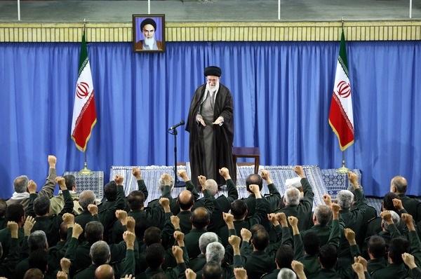 الإمام الخامنئي: تغلغل العدو يشكل اليوم أكبر التهديدات لإيران