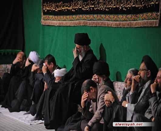 القائد يرعى مراسم العزاء الحسيني في حسينية الإمام الخميني