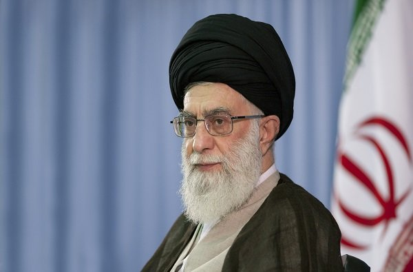 قائد الثورة الإسلامية يمدد عضوية ثلاثة من فقهاء مجلس صيانة الدستور