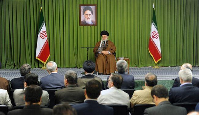 الإمام الخامنئي: العدو في حربه الناعمة يهدف أساسا لتغيير معتقدات الشعب