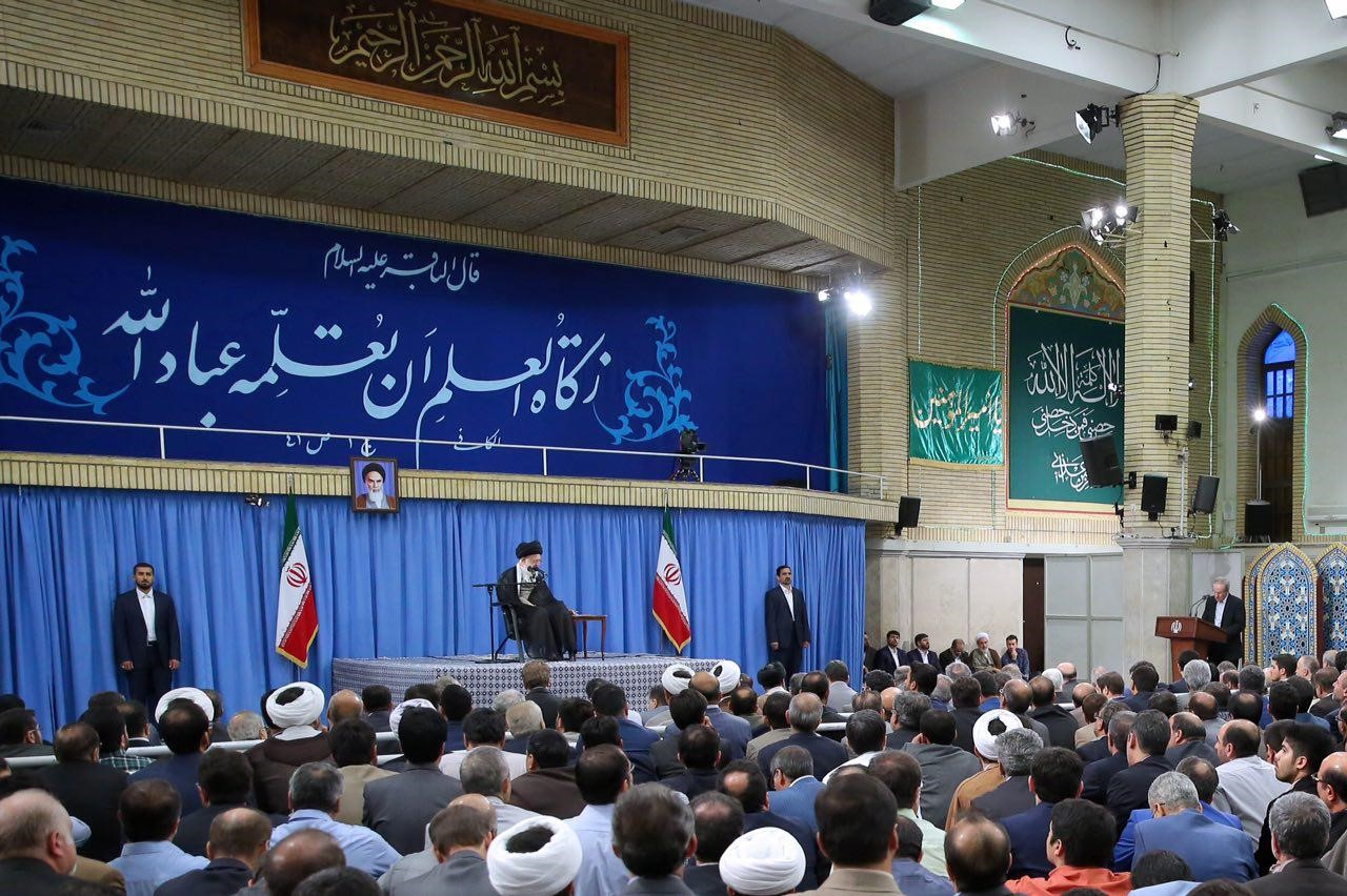 الإمام الخامنئي يؤكد على ديمومة الطابع الثوري للجامعات والجامعيين