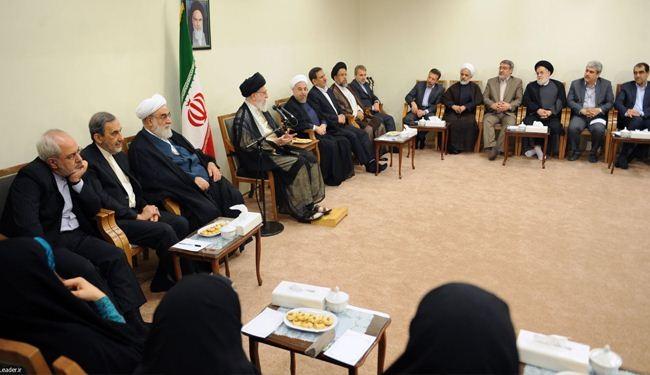 الإمام الخامنئي يدعو لترسيخ الروح الثورية والاعتماد على الطاقات الذاتية