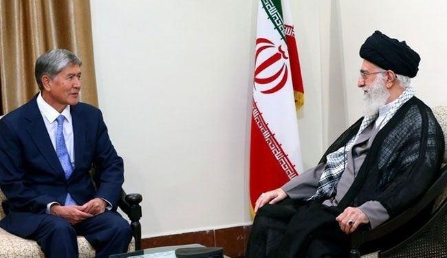 قائد الثورة الإسلامية: القوى السلطوية تحيك المؤامرات ضد كافة شعوب العالم