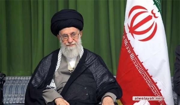 قائد الثورة الإسلامية للشعراء: جسدوا انتهاكات أمريكا للاتفاق النووي في القصائد الشعرية
