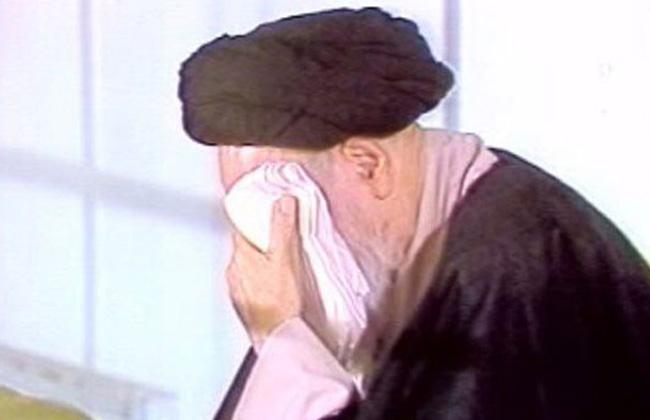 الامام الخميني يبكي في مصيبة العباس عليه السلام