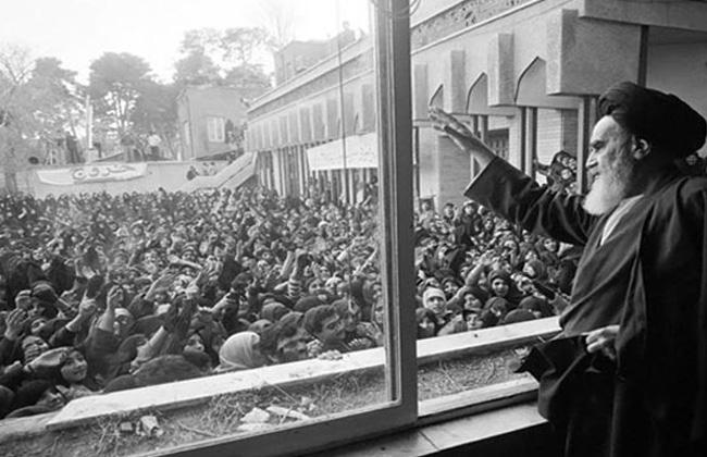 الإمام الخميني التجسيد العيني لمسيرة عظيمة بدءها الشعب الإيراني