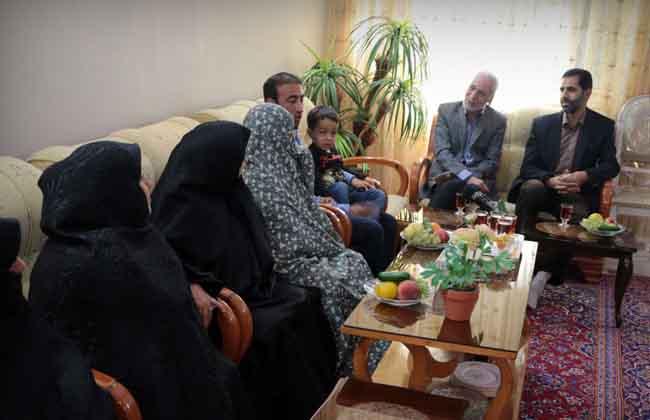 شاهد ردة فعل عائلة الشهيد سيف الله طهراني بعد العثور على جثمانيه