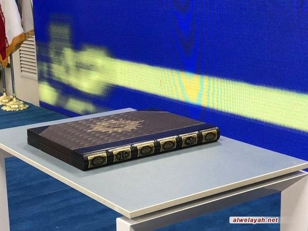قائد الثورة الإسلامية يقدم هدية لأكبر مكتبة في البلاد