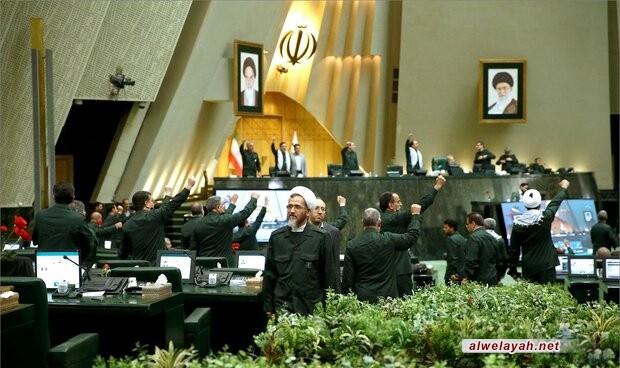 مجلس الشورى الإسلامية يرتدي زي الحرس الثوري