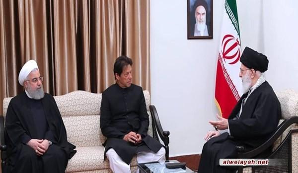 قائد الثورة الإسلامية: ينبغي تعزيز العلاقات بين إيران وباكستان خلافا لرغبة الأعداء