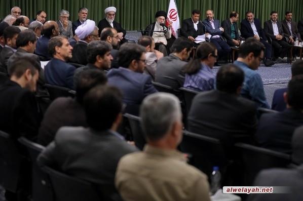 قائد الثورة الإسلامية: تقدم تيار شعر الثورة يبعث على الأمل