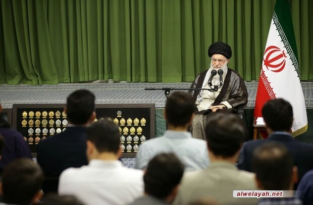 قائد الثورة الإسلامية يستقبل أعضاء المنتخب الإيراني لكرة الطائرة وعددا آخر من المتفوقين