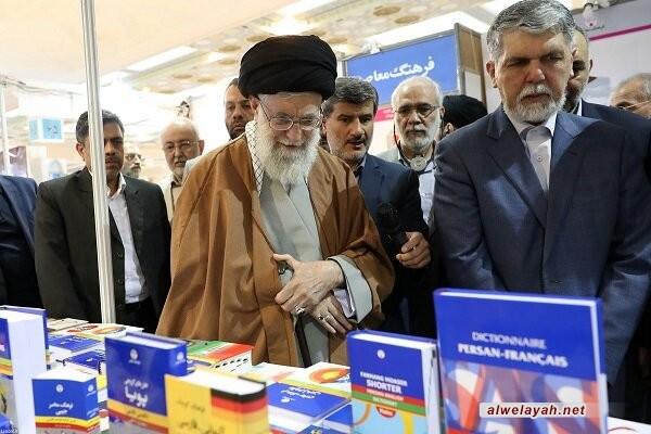 قائد الثورة الإسلامية يحث المسؤولين على إنهاء مشكلة الورق والشح الموجود في هذا القطاع