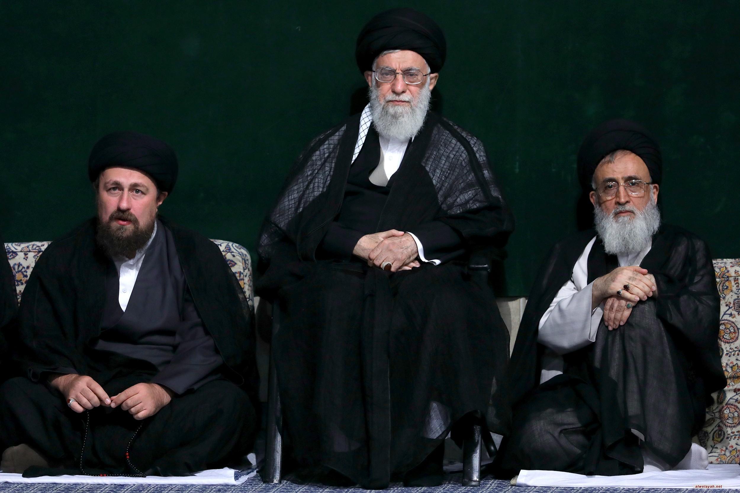 إقامة مراسم الليلة الثانية لعزاء سيد الشهداء أبي عبد الله الحسين (ع ) بحضور قائد الثورة الإسلامية