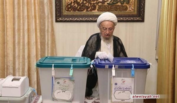 المرجع مكارم الشيرازي: الشعب بمشاركته في الانتخابات يدافع عن الجمهورية الإسلامية