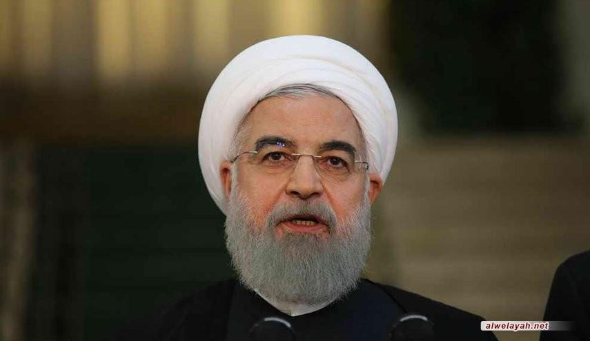 في رسالة إلى قائد الثورة الإسلامیة؛ روحاني: الحكومة تضع توجیهات سماحة قائد الثورة علی رأس أولویاتها