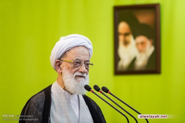 خطيب جمعة طهران: الإمام الخامنئي يسير على منهج الإمام الخميني (ره)
