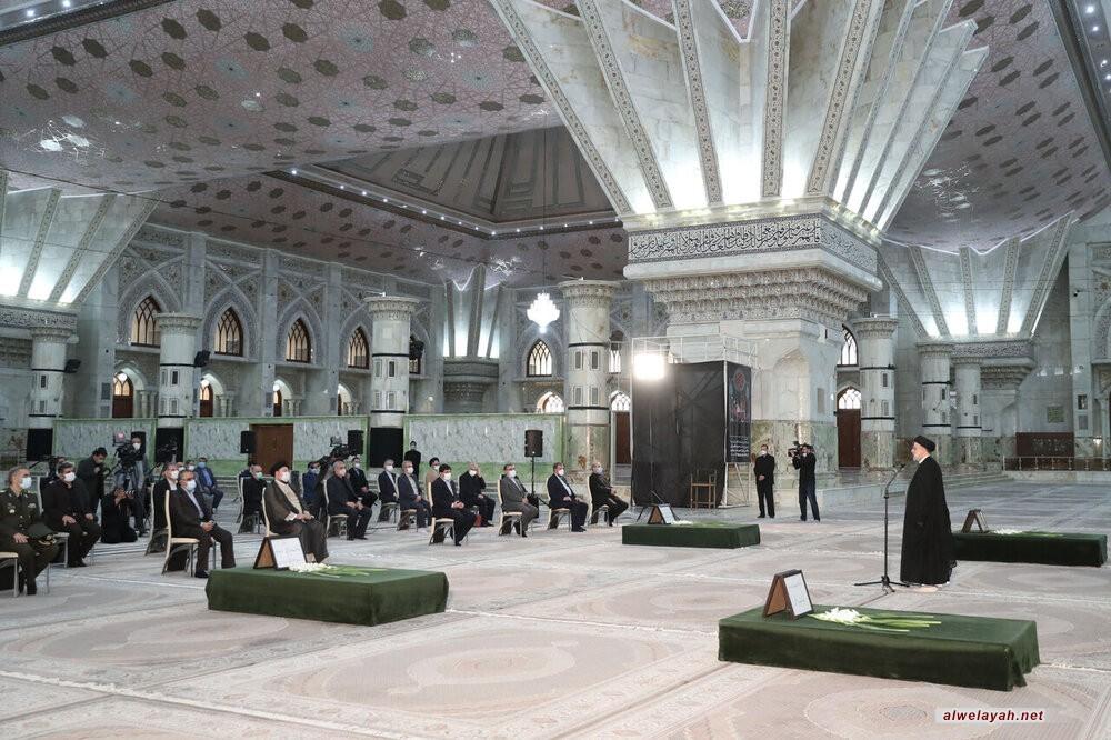 أعضاء الحكومة الجديدة يجددون العهد مع قيم ومبادئ الإمام الخميني الراحل