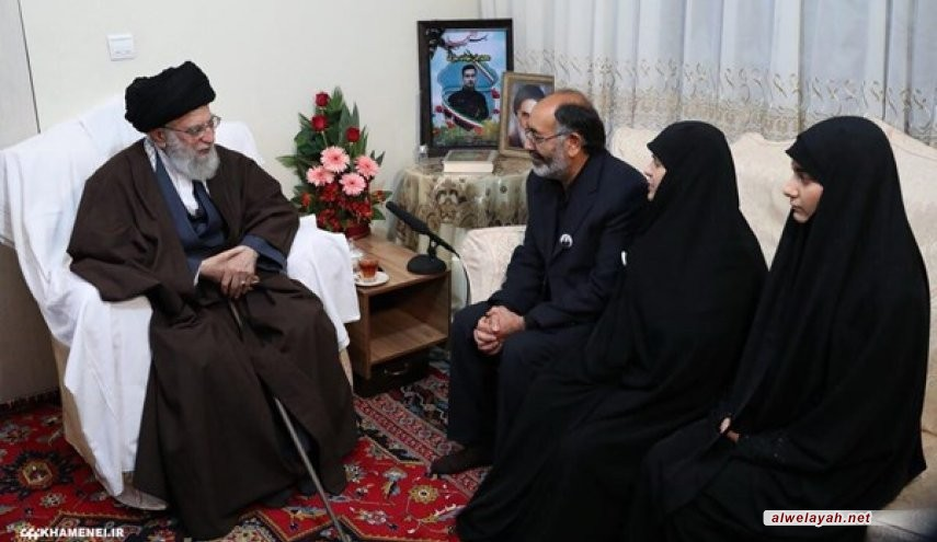 قائد الثورة الإسلامية يزور أسرة الشهيد بايرامي