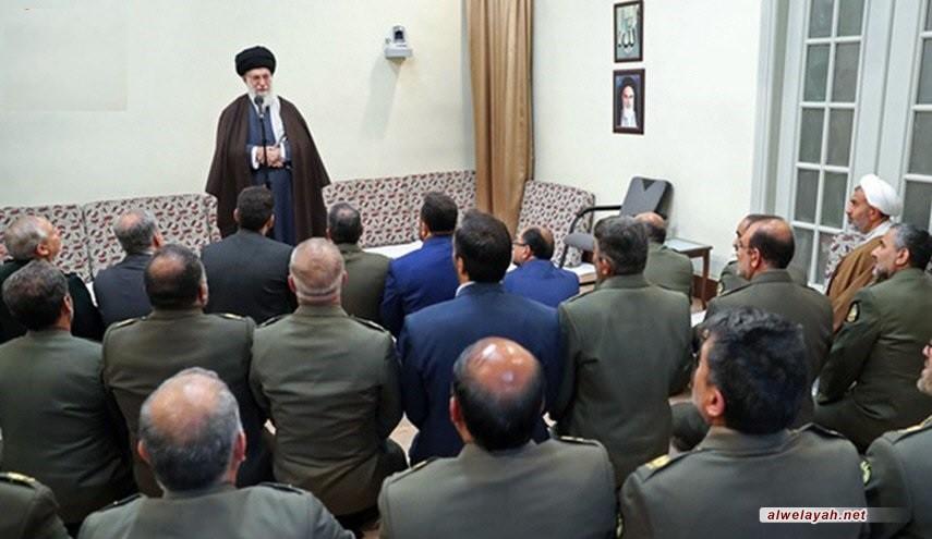 الإمام الخامنئي يؤكد ضرورة استمرار تطوير قدرات الجيش