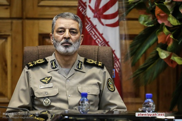 القائد العام للجيش الإيراني: تكاتف القوات المسلحة هو صفعة قوية لأعداء الثورة الإسلامية