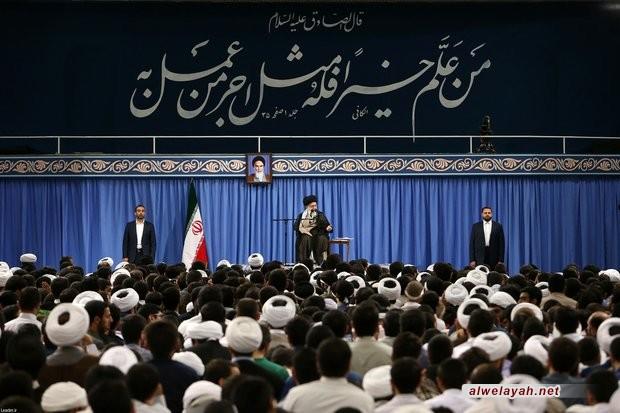 الإمام الخامنئي: تثبيت أسس الثورة وخلق مجتمع إسلامي بحاجة إلى كفاح