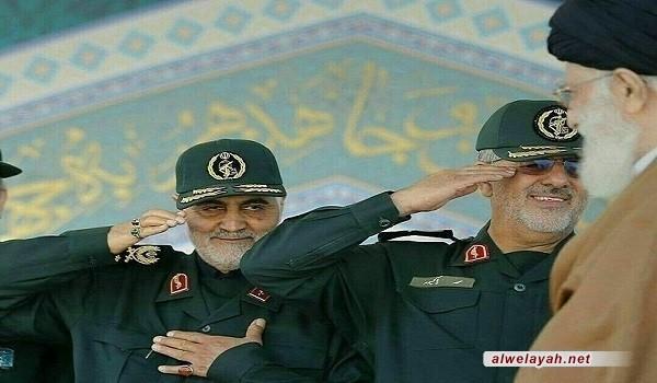"""قائد الثورة الإسلامية يقلّد اللواء قاسم سليماني وسام """"ذو الفقار"""""""