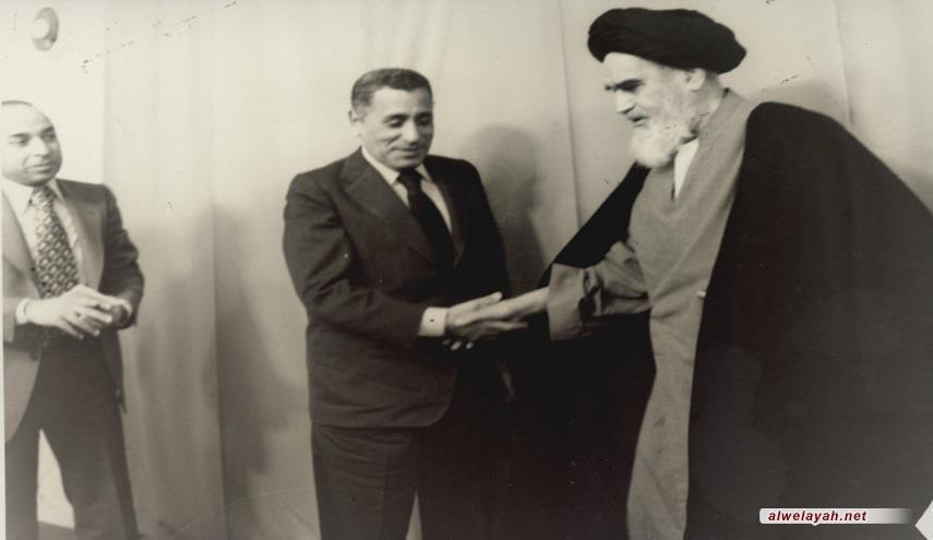 مقابلة صحفية مع الإمام الخميني (قدس سره)؛ بيان الخصائص والأسباب الرئيسية لتبلور الثورة الإسلامية