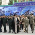 قائد الثورة الإسلامية يختار الزمان والمكان ليوجه رسالة الحسم