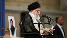 قائد الثورة الإسلامية يدعو إلى إشراك الشباب في إدارة البلاد
