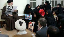الإمام الخامنئي يستقبل جمعا من ذوي شهداء القوات الخاصة في حرس الثورة الإسلامية