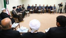 قائد الثورة الإسلامية يستقبل القائمين على شؤون الحج في البلاد