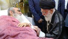 الإمام الخامنئي يزور آية الله مظاهري الراقد في المستشفى