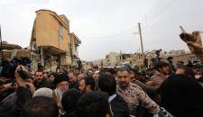 الإمام الخامنئي يشيد بالجهود الاغاثية لقوات حرس الثورة الإسلامية والجيش داخل المناطق المنكوبة