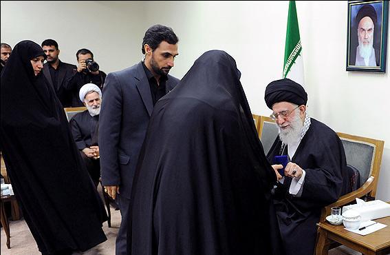 الإمام الخامنئي: إيران حققت نجاحات باهرة في مواجهة الاستكبار وشبكاته المعقدة