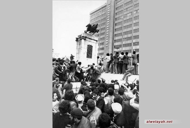 خبراء وشخصيات يتحدثون عن الثورة الإسلامية