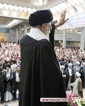 مكتب الإمام الخامنئي: العلقة بين الشعب وولاية الفقيه هي أساس الرقي نحو العز