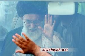 وسط استقبال جماهيري قائد الثورة الإسلامية يصل إلى قم المقدسة