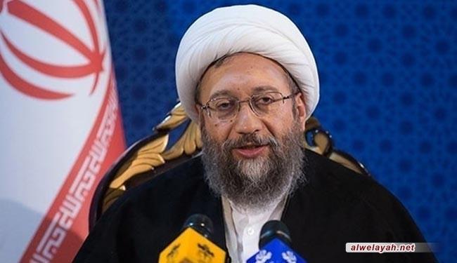 آية الله آملي لاريجاني: قيادة الإمام الخميني وفلسفته نموذج لعلاج مشاكل العالم