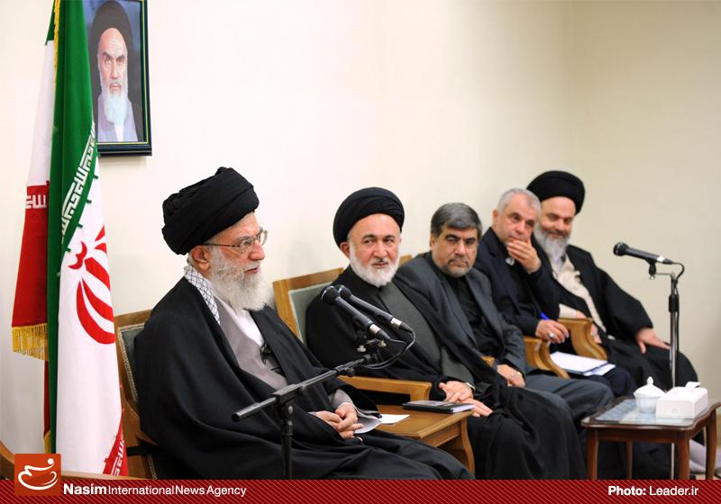 الإمام الخامنئي: رواد الثورة الإسلامية كانوا حملة راية الوحدة في العالم الإسلامي