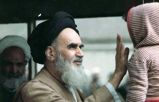 معتقدات الإمام الخميني ( الاعتقاد بالله، الاعتقاد بالشعب، والاعتقاد بالذات )