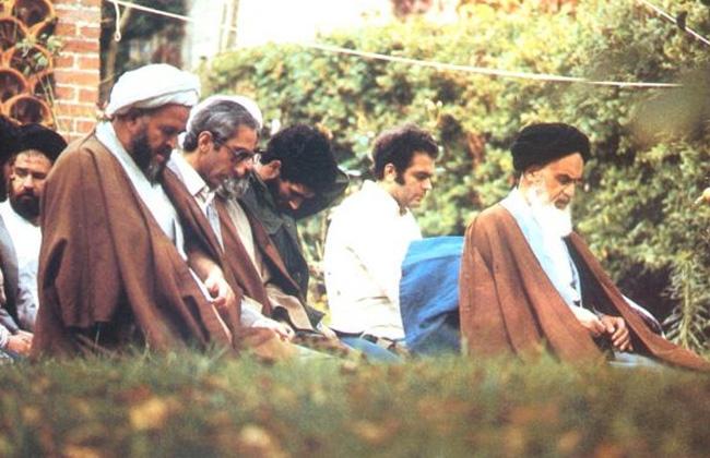 الإمام الخميني مؤمن متعبد ثوري