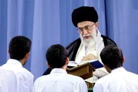 الإمام الخامنئي (دام ظله) ونصائحه الأبوية للشباب